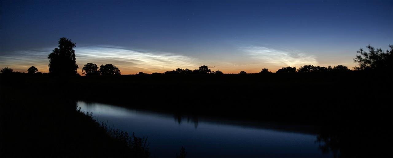 Leuchtende Nachtwolken in der Nacht vom 15. auf 16. Juli 2006, aufgenommen in Höven an der Hunte